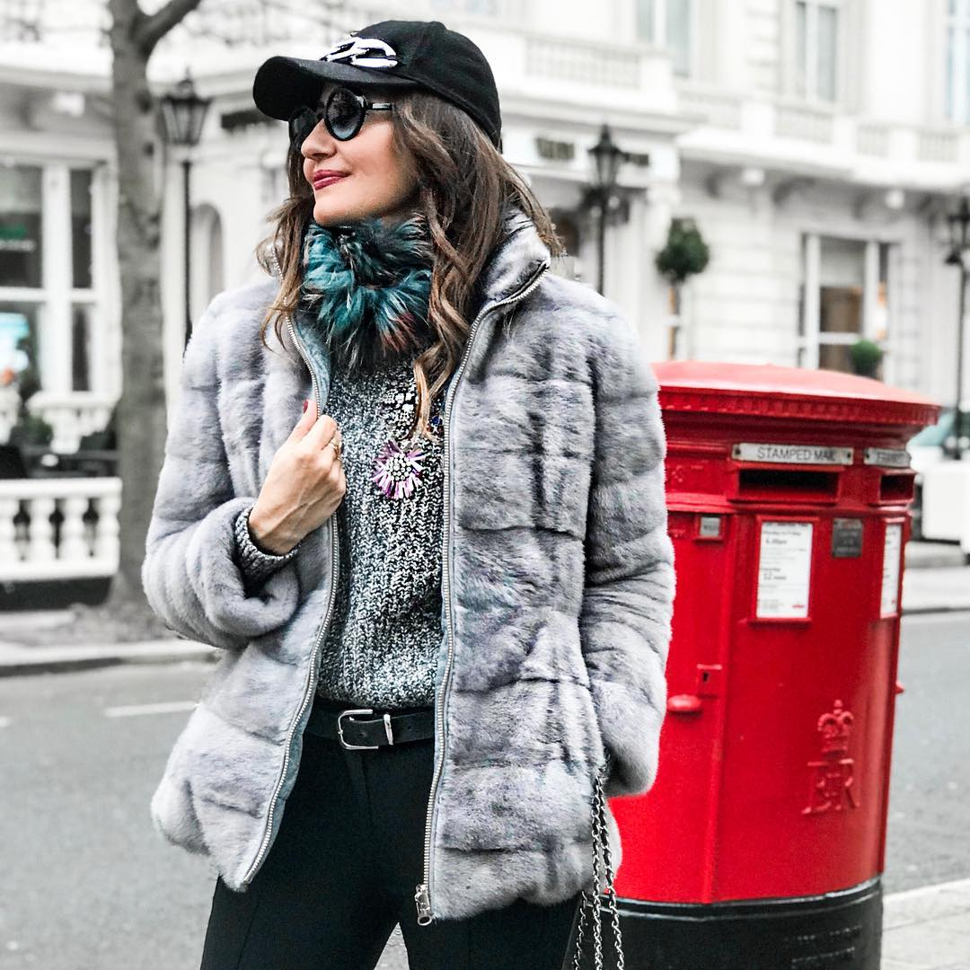 Walking London??   furjacket angelbenitomoda streetstylelondon bcnblogger mylook spanishbloggerhellip