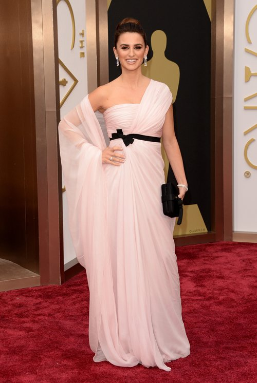 penelope-cruz-red-carpet-oscars-2014