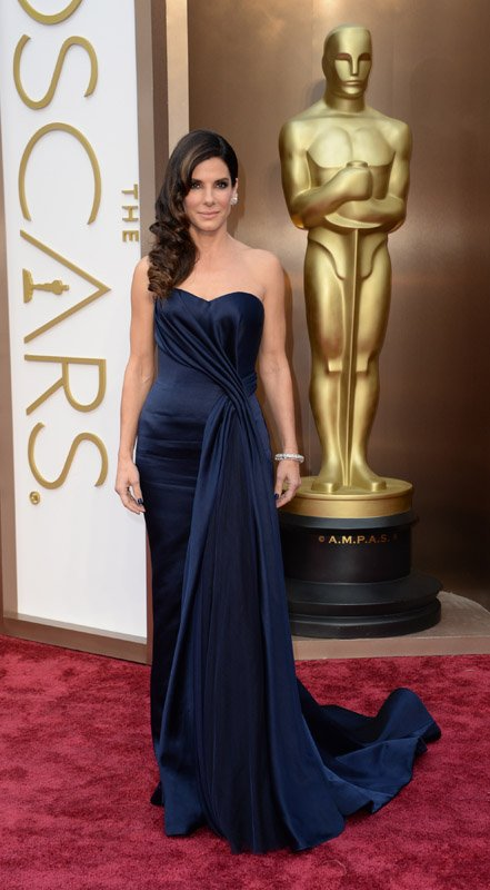 sandra-bullock-red-carpet-oscars-2014