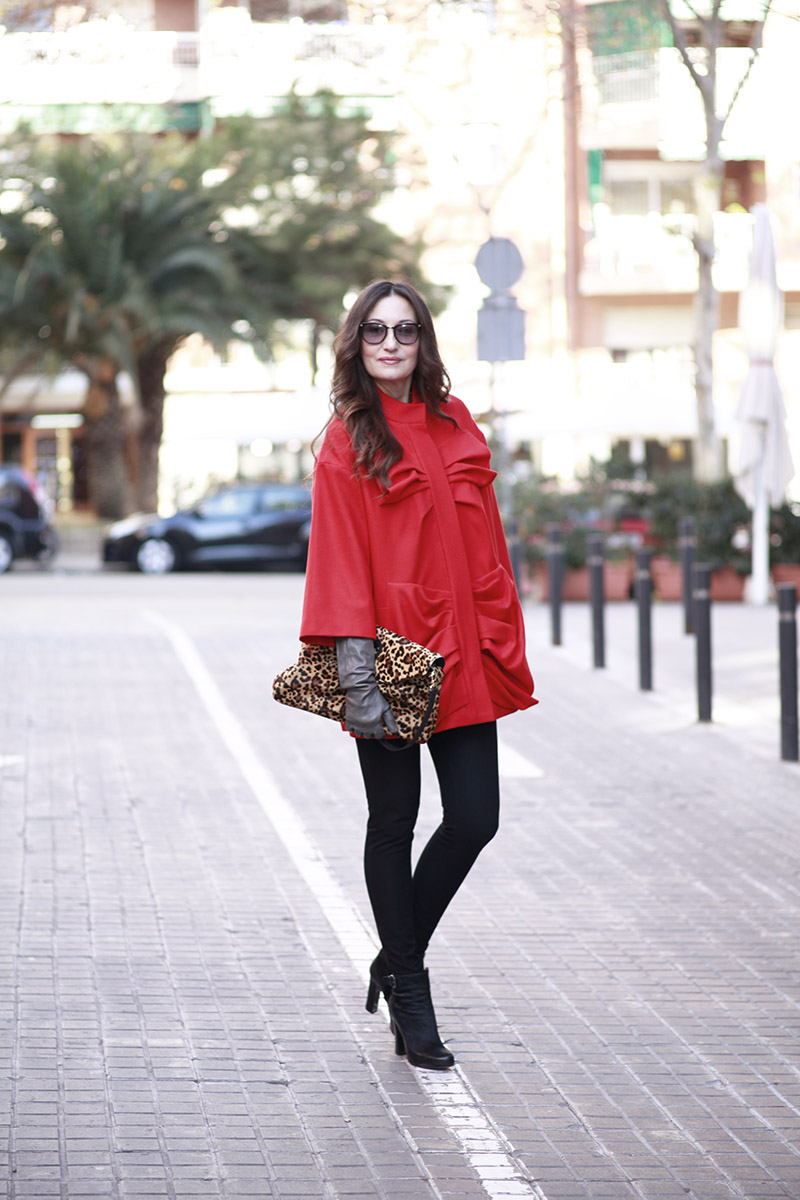 lujosabarcelona-red-coat-lydia-delgado-2